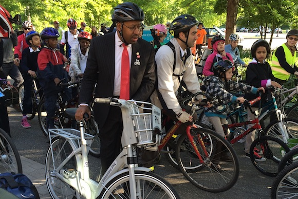 Mayor Nutter shows off a bike-share bike