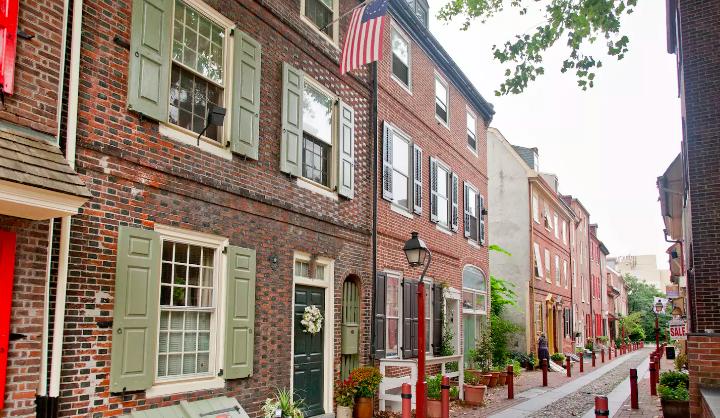 Elfreth's Alley in Philadelphia, credit: Airbnb